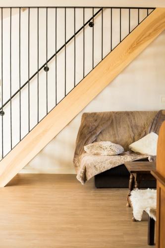 Maison d'amis : travaux-maison-construction-renovation-extension-decoration-almuneauarchitecteurs-escalier-douceur-bareaudage.JPG
