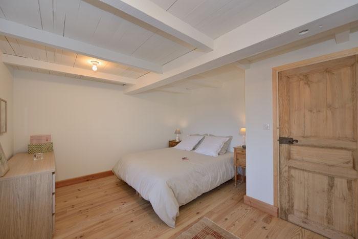 Maison de village : travaux-maison-construction-renovation-extension-decoration-almuneauarchitecteurs-chambre-beige.jpg
