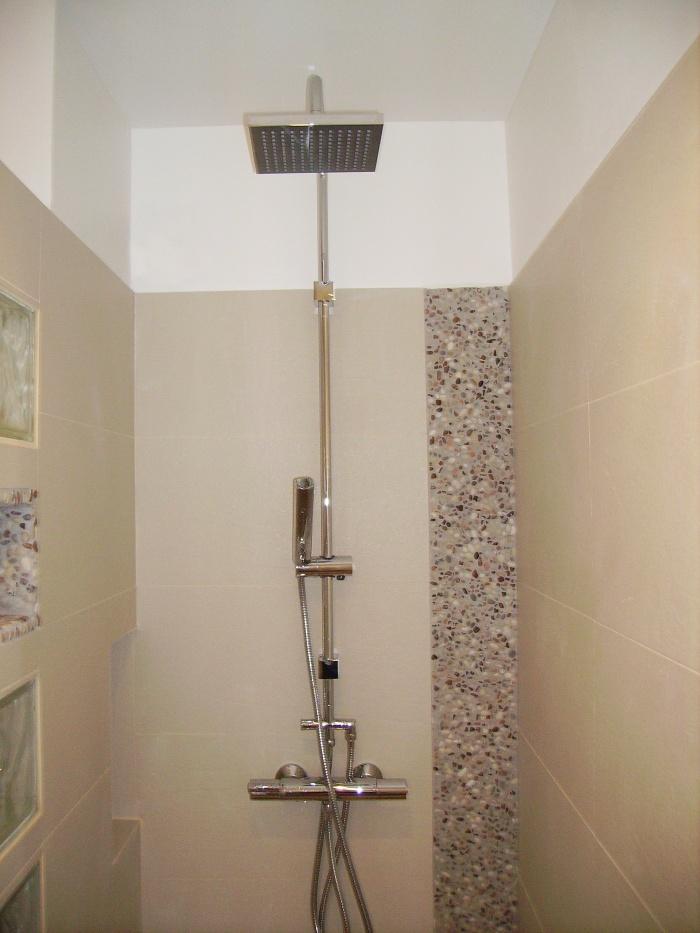 Architectes r am nagement d 39 appartement for Douche a l italienne avec galets
