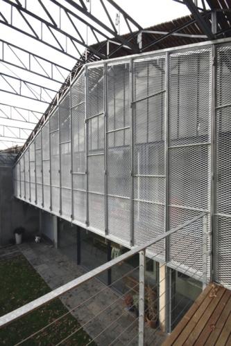 Transformation d'une usine : Brises soleil ouvrants acier galva