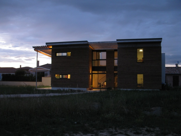 Maison bioclimatique t.h.p.e. : jeux de lumières
