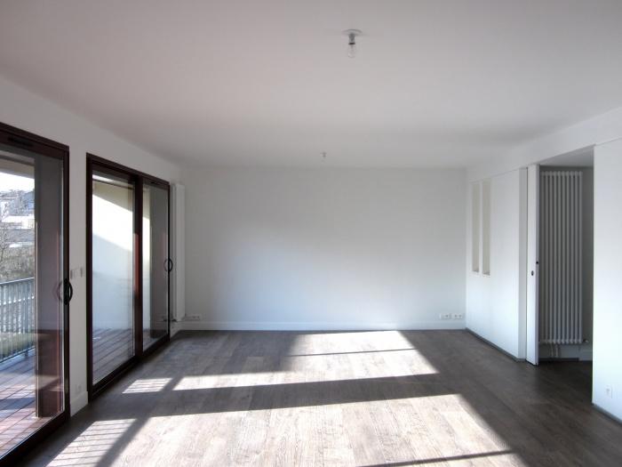 Aménagement d'un appartement avec terrasse : 5. Salon derrière
