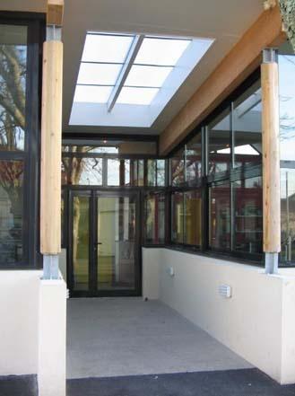 Bibliothèque scolaire et salle informatique : cubnezais entree nord