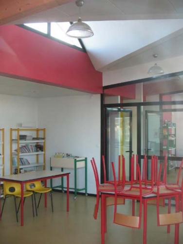 Bibliothèque scolaire et salle informatique : cubnezais interieur