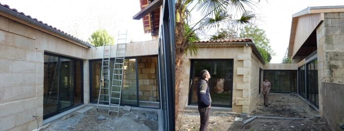 Hangar réhabilité en maison familiale : jardin copie