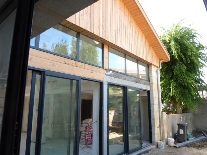 Hangar réhabilité en maison familiale : Vue sur le jardin