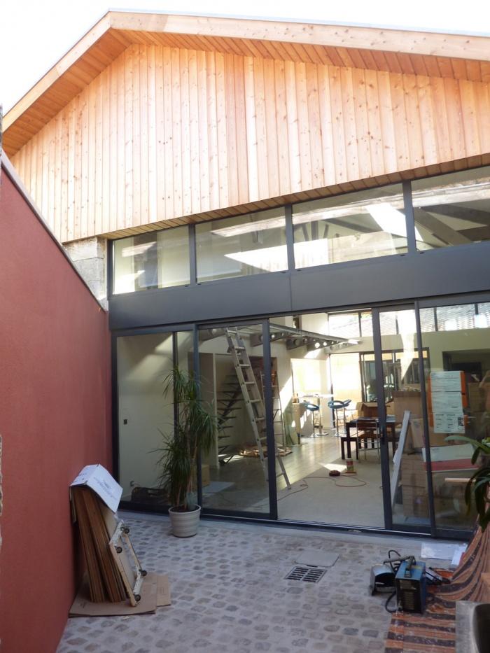 Hangar réhabilité en maison familiale : Facade jardin.JPG