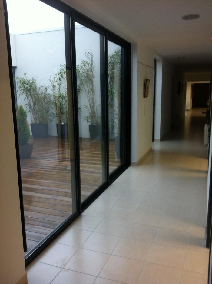 Construction de bureaux comptable : Vue sur patio intérieur