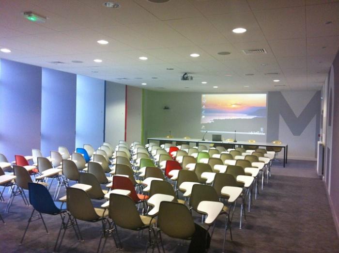 Rénovation de la salle de conférence Jean Borde MSHA BX III
