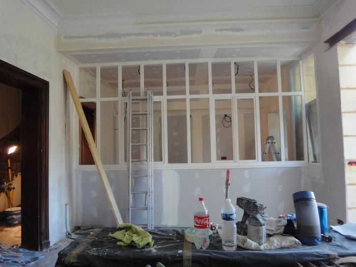 Architectes la vraie maison de ville for Cloison vitree cuisine salon