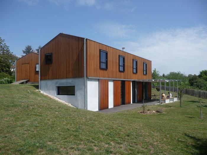 Maison dans la pente soyaux une r alisation de hugues for Architecte charente