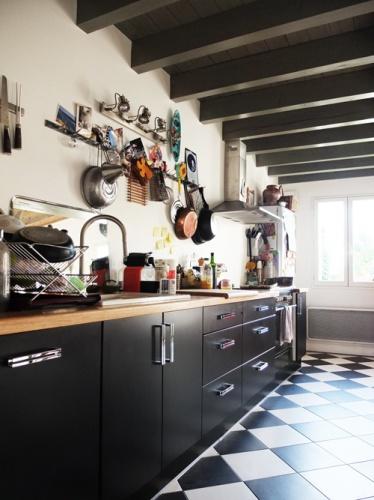 Architectes r habilitation de deux maisons - Cuisine carrelage noir et blanc ...