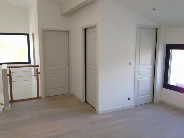 Construction d'une maison d'habitation : accès aux chambres