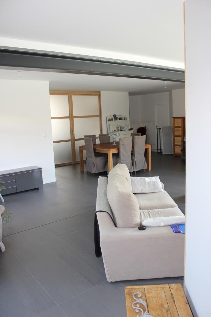 Extension et réaménagement d'une maison d'habitation : vue depuis l\'extension vers l\'existant