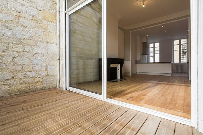 Réaménagement d'une maison d'habitation : continuité terrasse salon
