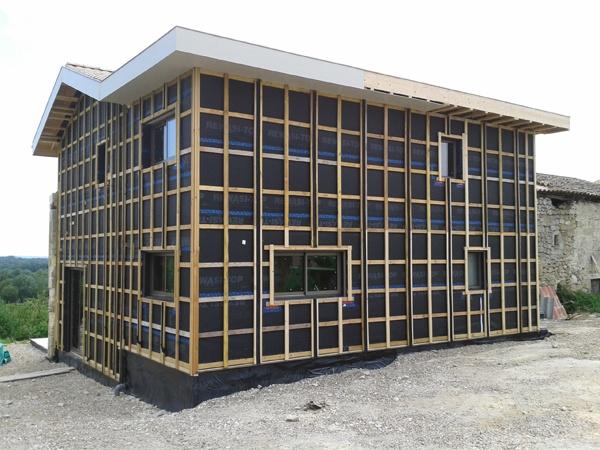Intégration d'une maison neuve dans une ferme désafectée : image_projet_mini_74246