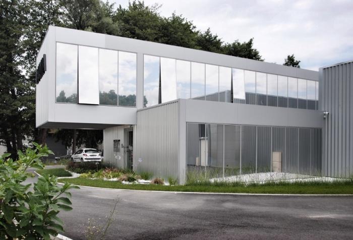 Construction de bureaux et hangars de stockage