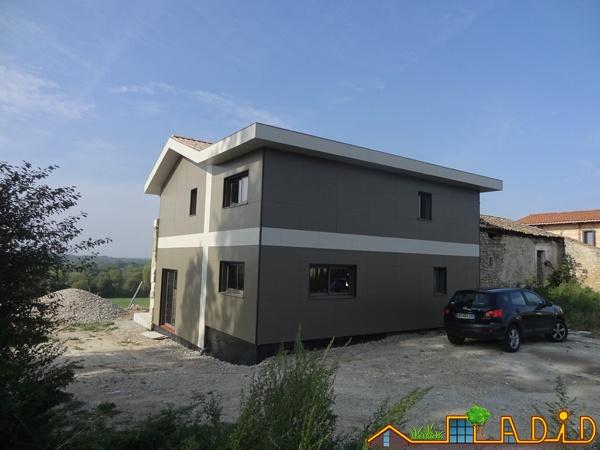 Intégration d'une maison neuve dans une ferme désafectée : MAison JOA-Salignac (8).JPG