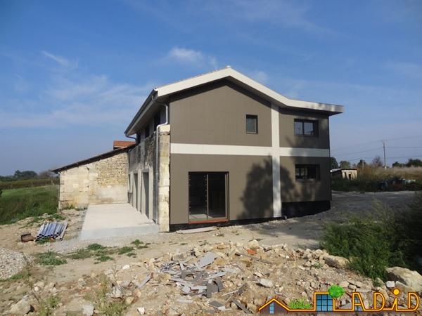 Intégration d'une maison neuve dans une ferme désafectée : MAison JOA-Salignac (10).JPG