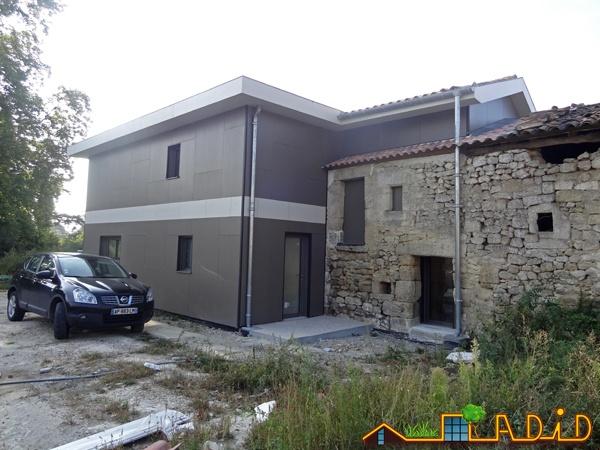 Intégration d'une maison neuve dans une ferme désafectée : MAison JOA-Salignac (11)