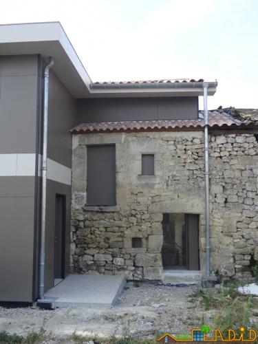 Intégration d'une maison neuve dans une ferme désafectée : MAison JOA-Salignac (12).JPG