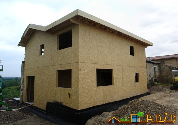 Intégration d'une maison neuve dans une ferme désafectée : MAison JOA-Salignac (4)