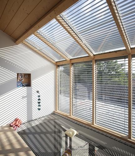 Maison passive / bois : espace sous verrière / vide sur séjour