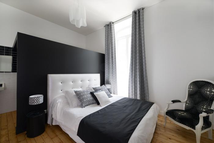 rénovation habitation et locaux professionnels : chambre black and White.jpg