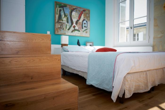 Réhabilitation complète appartement 3 pièces, et création d'une terrasse, quartier des Chartrons à Bordeaux. : escalier rangement menat à la salle de bain de la chambre