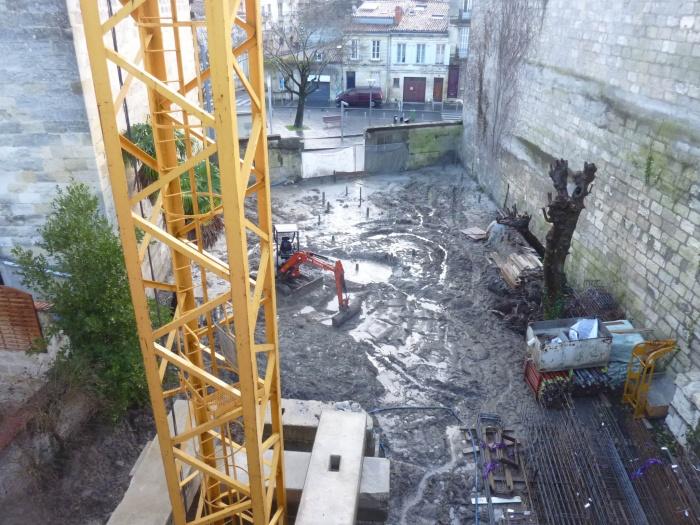 Construction d'un immeuble neuf à Bordeaux : Grue