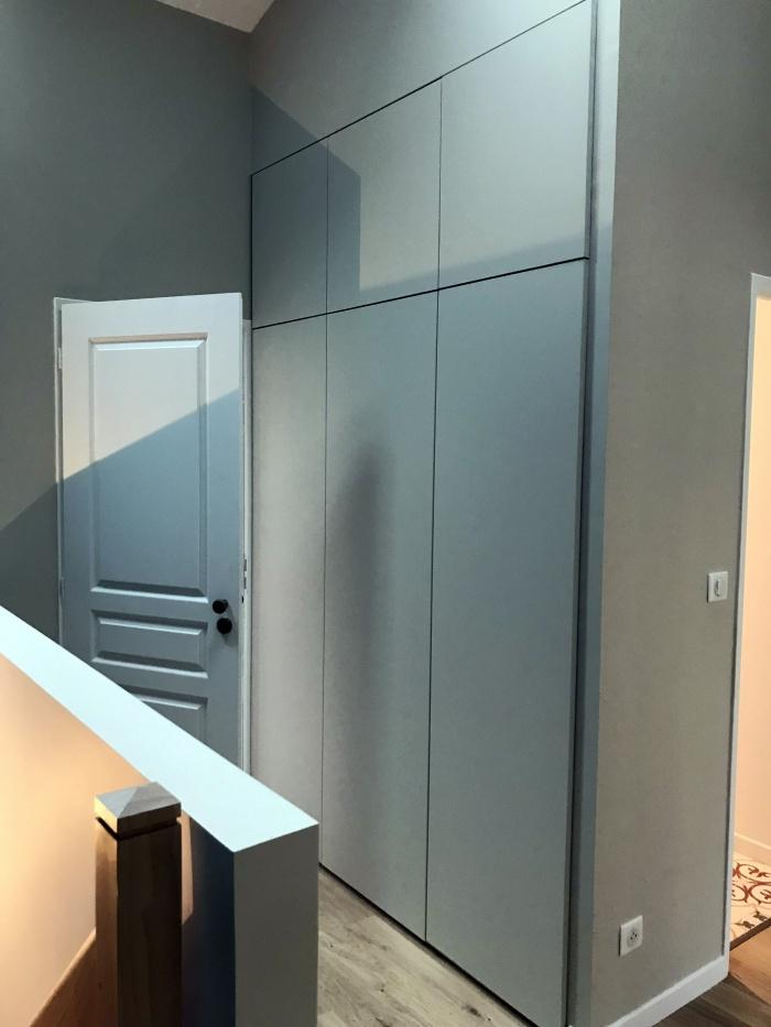 Maison VB : placard couloir étage