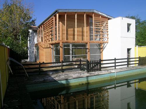 Construction Bois Bordeaux : bois, menuiseries aluminium, bardage en m?l?ze. Claustra bois en