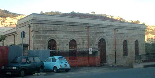 façade de bâtiment industriel
