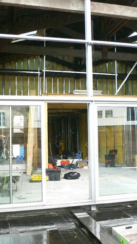 baie vitrée de bâtiment