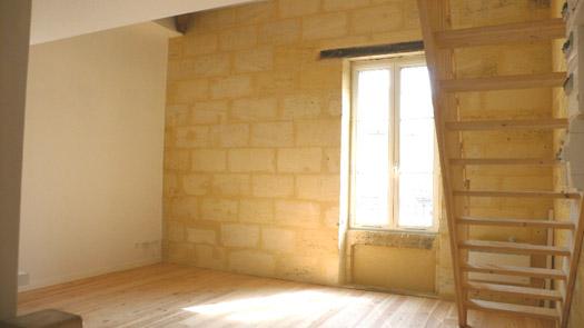 mur pierre, parquet, escalier